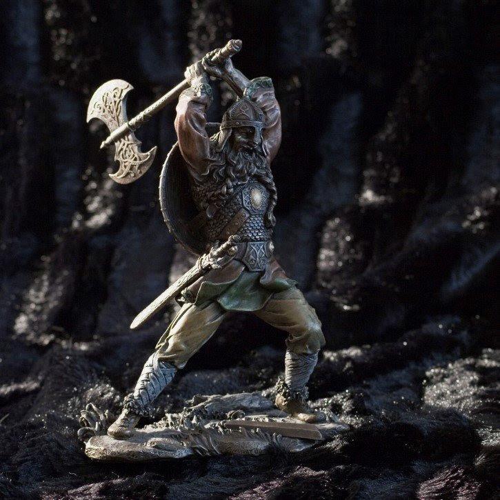 Guerrero Vikingo con armas digura