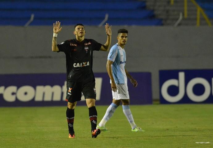 Londrina x Atlético-GO (Foto: GUSTAVO OLIVEIRA/AGB/ESTADÃO CONTEÚDO)