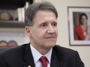 Secretário Aluísio Mendes