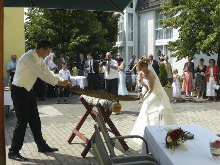 Baumstamm Sägen (Log sawing) An old Bavarian tradition