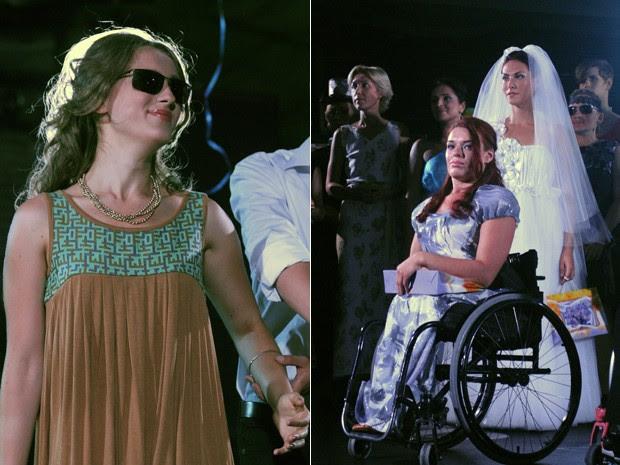 Modelos cadeirantes e deficientes visuais tiveram espaço na passarala do Fashion Chance. As roupas foram criadas especialmente para a necessidade das mulheres (Foto: AP/Sergei Chuzavkov)