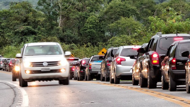 estrada-BR-carros