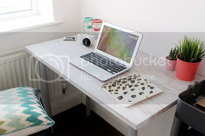 prints small space flat appartment office work space