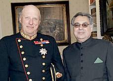 Kong Harald ans Ambassador Rab Nawaz Khan