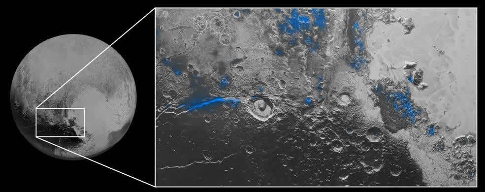 Hielo de agua en Plutón: Las regiones con hielo de agua expuesta se resaltan en azul en esta imagen.