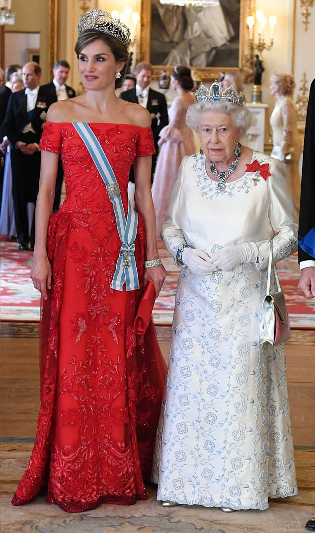 The Queen of Spain stunned in a beautiful red dress whilst the Queen of England looked resplendent in a white gown embroidered with soft blue florals