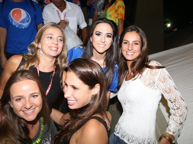 Tatá Werneck com fãs no Festival de Verão de Salvador, na Bahia (Foto: Fred Pontes/ Foto Rio News)