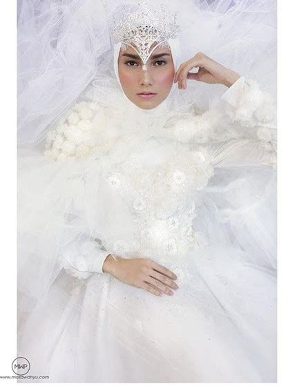 pertamakalinya ivan gunawan rilis gaun pengantin