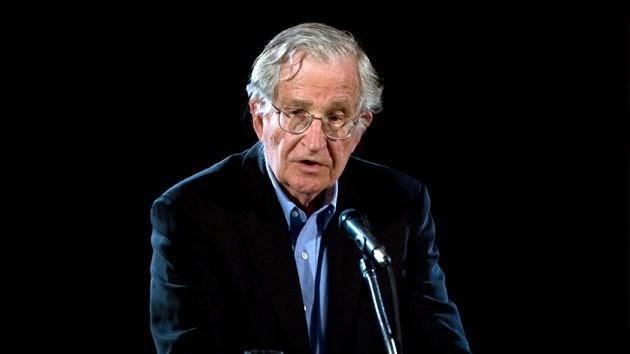 """Entrevista com Chomsky - """"Lavagem cerebral em liberdade é mais eficaz do que ditaduras"""""""