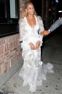 Beyonce celebrates record breaking EIGHT MTV VMAs with
