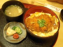 かつまる衣山店 カツ丼 815円