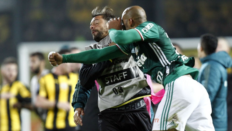Conmebol pune Felipe Melo com seis jogos de suspensão; Palmeiras vai recorrer