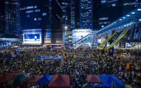Multidão toma de novo o centro de Hong Kong