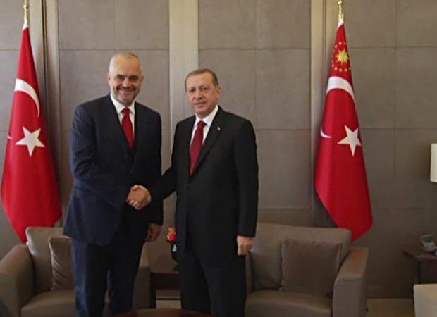 Η τουρκική κυβέρνηση πλήρωσε για τις νέες στολές της αλβανικής αστυνομίας