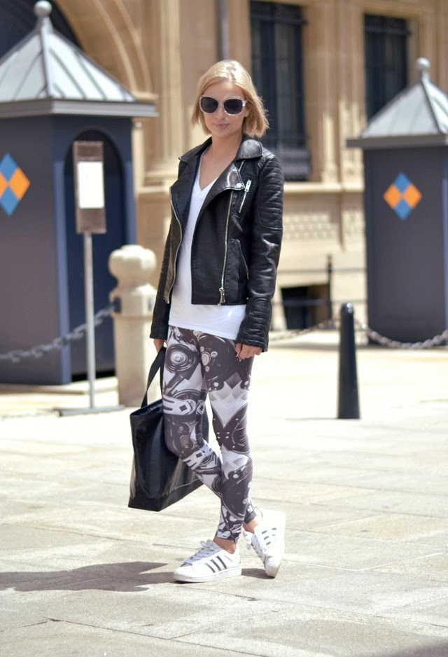 Belgium fashion blogger turn it inside out wearing zara leather jacket, h&m basic v neck tshirt, mr gugu & miss go machine leggins, adidas supperstar adicolor w5, marc by marc jacobs denim bag