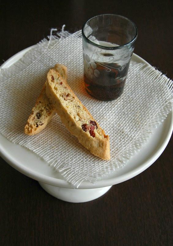 Hazelnut, almond and cranberry biscotti / Biscotti de amêndoa, avelã e cranberry
