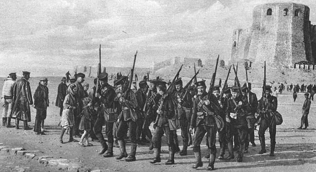 galipoli-desembarque-soldados-britanicos-praia