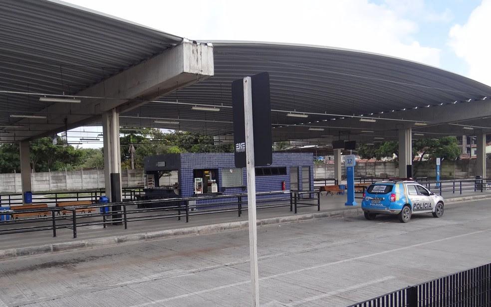 Agressão aconteceu no interior do Terminal Integrado Tancredo Neves no domingo (23), segundo cantor de 27 anos (Foto: Katherine Coutinho/G1)