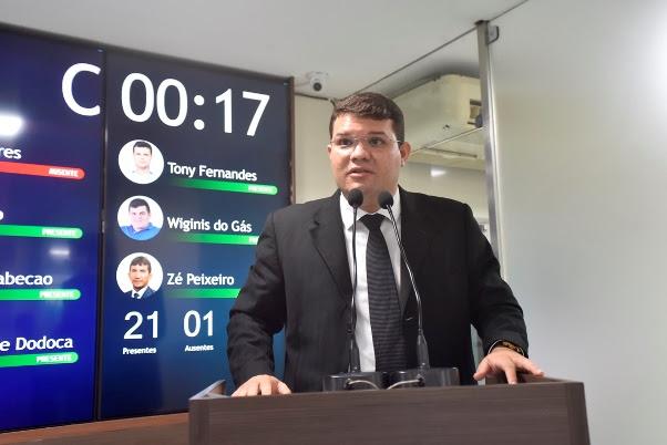http://blogcarlossantos.com.br/wp-content/uploads/2021/02/Lawrence-Amorim-na-tribuna-da-C%C3%A2mara-Municipal-de-Mossor%C3%B3-24-02-21.jpg