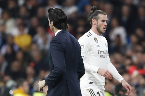 9e187af36dc Bale gamble showed a split between Solari and the dressing room