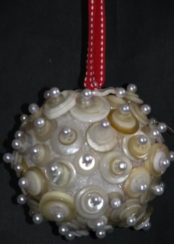 25 Days of Hand Crafted Gifts & Ornaments - Button Ball 006