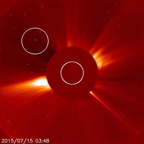 Nave nodriza extraterrestre drenando Sol