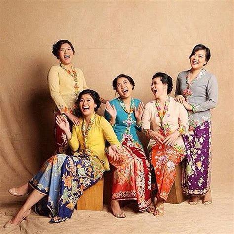 inspirasi kartinian pakai baju adat  berbagai daerah