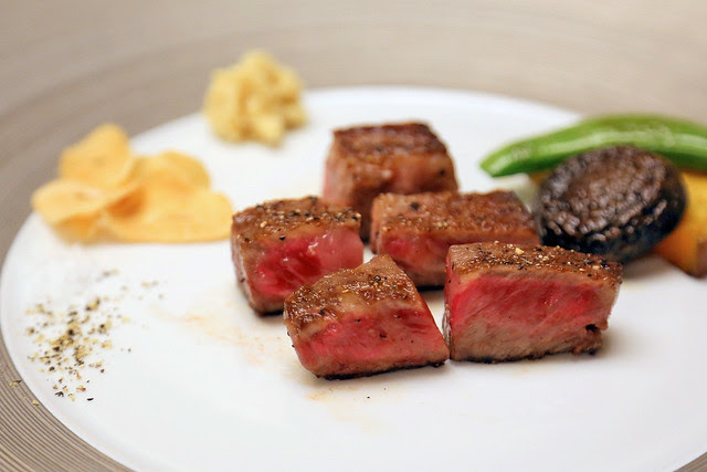 Prime Japanese sirloin steak with vegetables and garlic chips