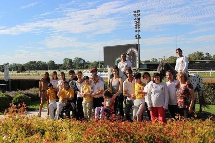 Los otros caballos de Palermo: terapia y ayuda para chicos discapacitados