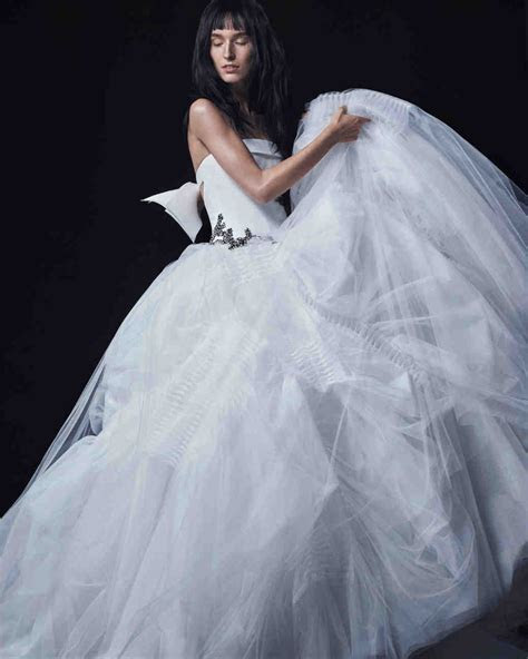 Vera Wang Fall 2016 Wedding Dress Collection   Martha