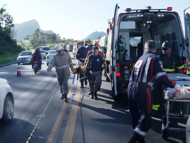 Outras 21 pessoas foram socorridas para o Hospital Jayme dos Santos Neves, na Serra, no Espírito Santo (Foto: Reprodução/TV Gazeta)