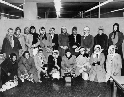 LAPD Officers went undercover and dressed up as women to catch a purse snatcher in 1960