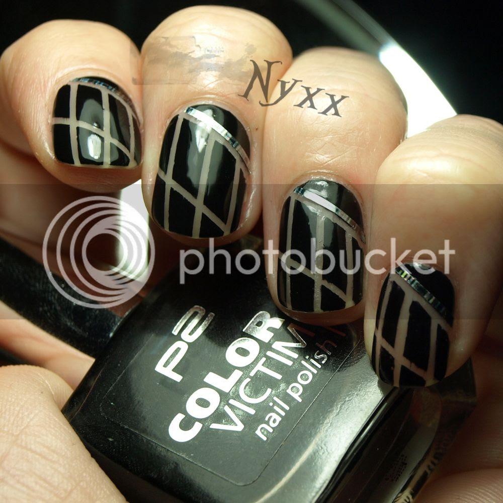 http://rainpow-nails.blogspot.de/2014/08/tape-month-black-nude.html