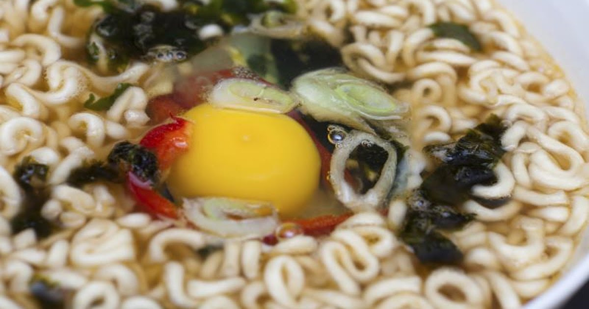 How to Cook Top Ramen With Egg in It | LIVESTRONG.COM