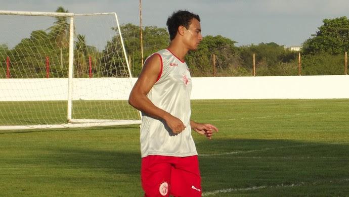 Alfredo pode substituir Max, vetado pelo departamento médico pelas próximas duas partidas (Foto: Klênyo Galvão)