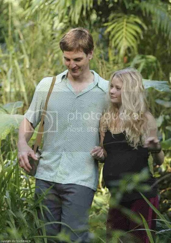 'Ethan' with 'Claire' on LOST [click to enlarge]