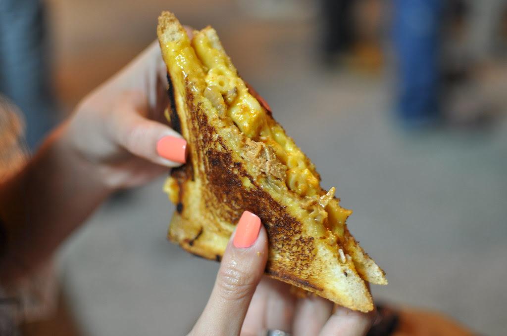 cheesy mac and rib melt