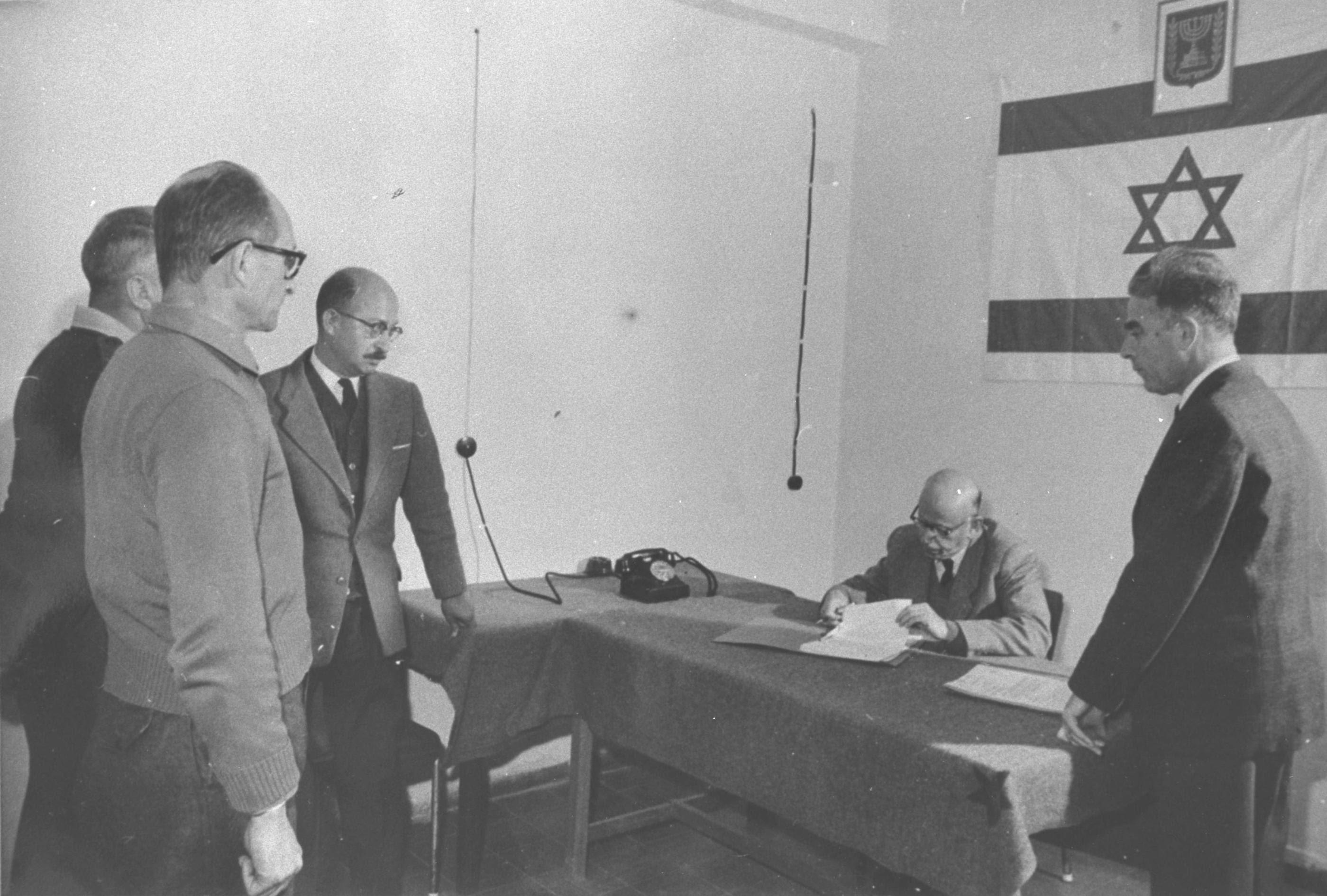 http://upload.wikimedia.org/wikipedia/commons/3/38/Adolf_Eichmann_extension_of_arrest1961.jpg