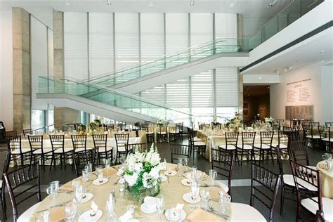 Grand Rapids Art Museum Wedding by Tifani lyn photography