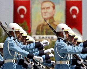Τουρκία: Ταραχή από δημοσίευμα για στράτευμα – Γκιουλέν