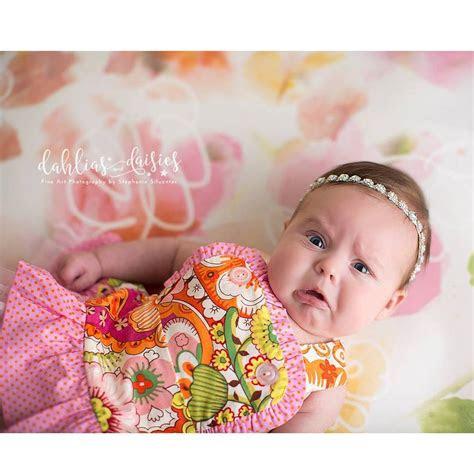 ekspresi foto bayi  lahir  bikin ngakak
