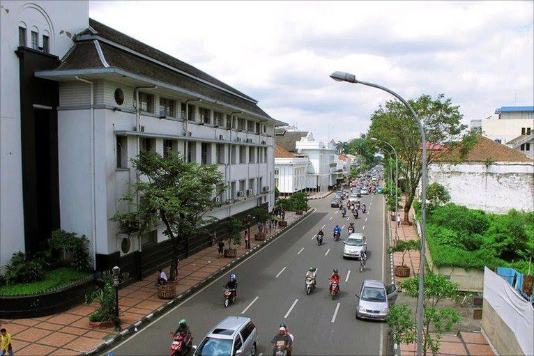 Menelusuri Jejak Art Deco di Bandung