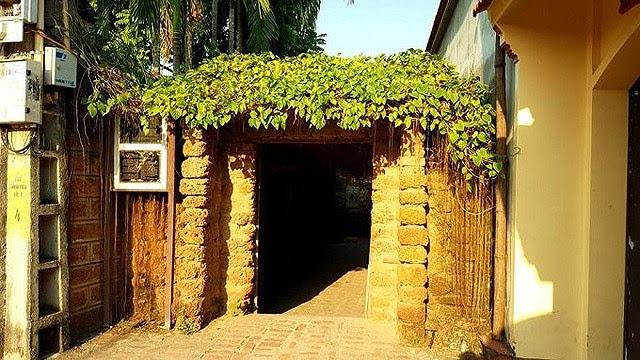 cổng nhà bằng đá ong