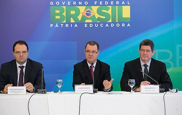 Nelson Barbosa (Planejamento), Carlos Gabas (Previdência) e Joaquim Levy (Fazenda) durante coletiva sobre fator previdenciário