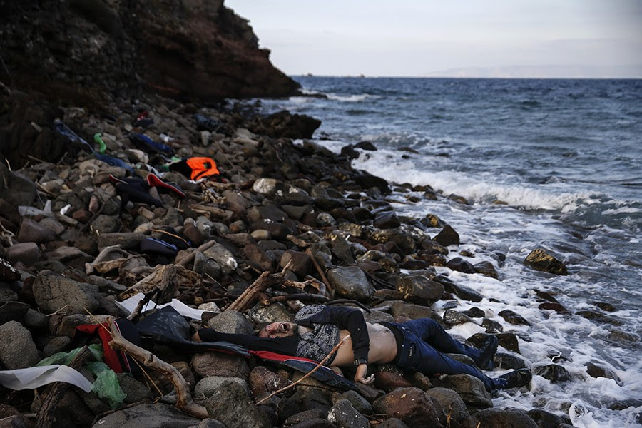 The body of an unidentified migrant is seen on a beach after being washed ashore, on the Greek island of Lesbos. (Alkis Konstantinidis, Thomson Reuters - November 7, 2015).