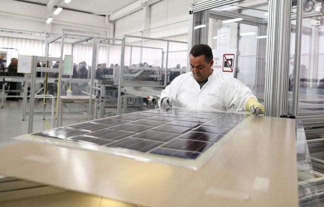 La fabrication d'un panneau photovoltaique destiné à la première route solaire en Normandie.