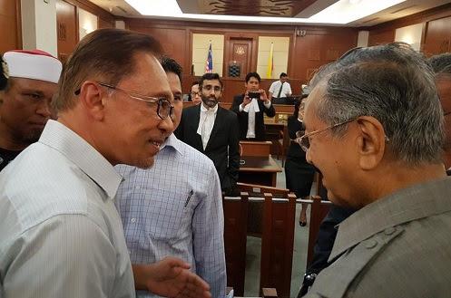 Mahathir, Anwar calon paling layak jadi PM - Hanipa