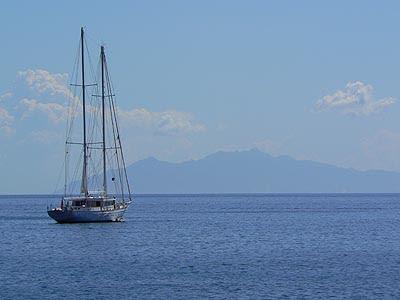 bateau le long du Cap Corse.jpg