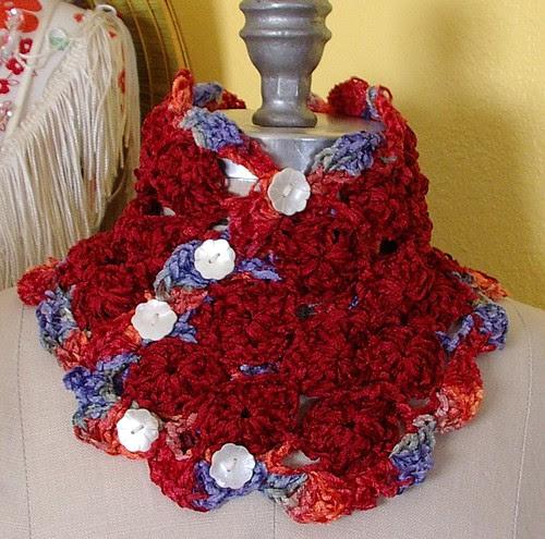 yoyo crochet neckwarmer