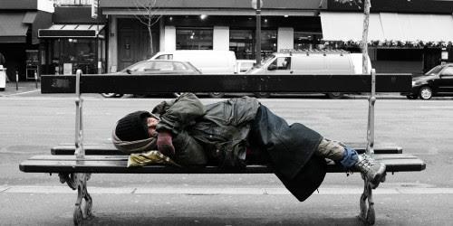 παγκάκια-καταφύγια-για-άστεγους-1